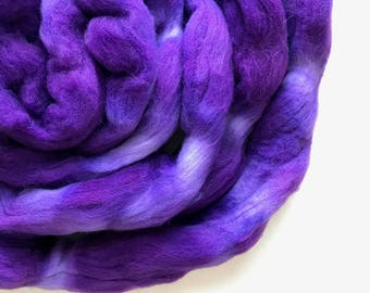 GRAPE hand dyed roving merino wool. Knitting spinning felting crafting wool fiber. Extra Fine 64s (21.5 micron). light purple wool. 4 oz.