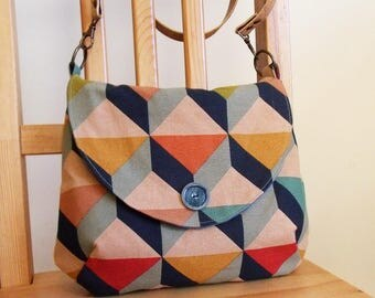 Large crossbody bag in 3D triangle print linen, long cork strap - ready to ship