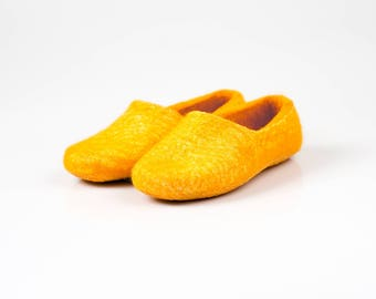 Yellow wool clogs from natural wool felt, Warm slippers handmade from boiled wool, Women house shoes Valenki, felted wool slippers, woolen