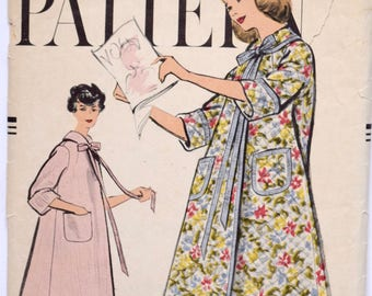 Vintage 1950s Vogue 9409 Sewing Pattern Trapeze Shape Robe Pattern Housecoat Hostess Robe with Pockets Complete Size M 34-36 Bust
