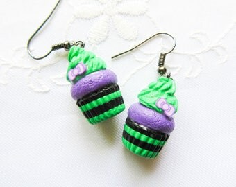 Halloween Cupcake Earrings / Cupcake / Cute / Goth / Kawaii / Witch / Halloween / Purple / Black / Earrings