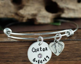 Baby Feet Bangle Bracelet, Personalized Silver Mom Bracelet, Birthstone Mom Bracelet, New Mom Bracelet, New Baby Gift, Baby Feet Jewelry