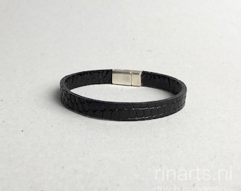 Leather bracelet made from black genuine lizard skin and a  silver plated closure