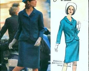 Super Uncut Vintage 1960s Vogue Couturier Design 1423 Designer Jo Mattli Suit, Slim Skirt and Jacket Sewing Pattern B34 w/ Label