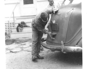 "Vintage Snapshot ""Too Much Stuff"" Car Trunk Won't Latch Man Tries To Help Older Woman Antique Automobile Found Vernacular Photo"