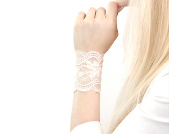 Ivory Lace Bracelet, Lace Wrist Cuff Bracelet, Arm Band, Wrist Tattoo Cover Up, Wrist Cover Wedding Cuff, Bridesmaid Bracelet, Bridal Cuff