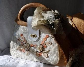 STARTSUMMERSALE Seashell Window Wicker Purse/Vintage 1950s/Wood Handle Handbag
