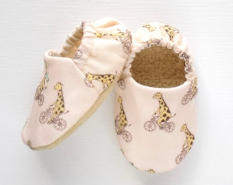 Giraffe Baby Boy Shoes, 0-6 mos Baby Shoes, Giraffe Baby Booties, Non Slip Soles, Soft Sole Baby Shoes, Slip On Baby Shoes, Baby Boy Gift