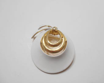 White Enamel & Gold Tone Brooh (9951)