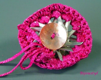 """Clip fancy """"Caps"""" cans - crocheted with fuchsia Ribbon"""