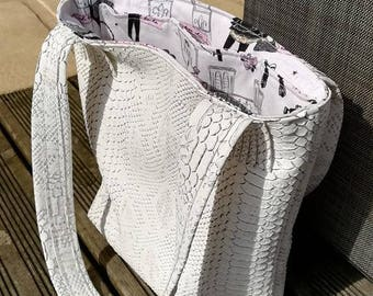 White leatherette bag effect scales and Parisian look