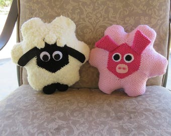 """Stuffed Toys """"A Sheep and a Pig"""" Hexagon Pin Loom Weaving Pattern"""