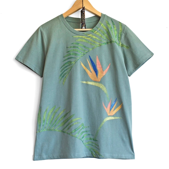 BIRD OF PARADISE t shirt. Sage green t-shirt with tropical motive print.