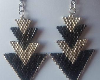 Boucles d'oreille tissées à l'aiguille, perles Miyuki noir et argent