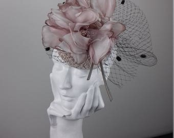 Elegant and dramatic fascinator headpiece suitable for Ascot, Dubai World Cup, The Curragh, Cheltenham Races,Melbourne Cup, wedding guest