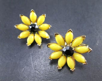 Vintage Black Rhinestone Yellow & Gold Tn Daisy Flower Cluster Earrings Clip On 70s