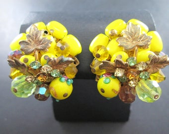 Vintage 50s Jonne Schrager Yellow Beaded Rhinestone Gold Tn Cluster Earrings Clip On Maple Leaf Signed