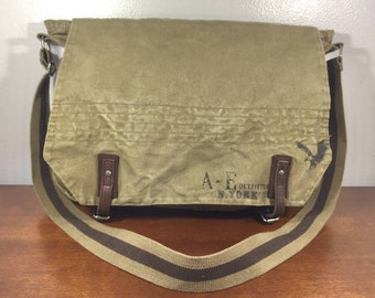 American Eagle Outfitters Large Green Canvas Messenger Bag, Purse, Shoulder Bag, Cross body