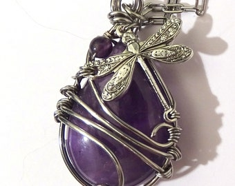 Collier Pierre Naturelle Amethyste Wire wrapped Libellule plaqué argent et fil de cuivre couleur argent art nouveau victorian fantasy fée