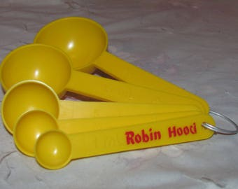Vintage METRIC Robin Hood Flour Advertising Measuring Spoon Set of 5 - Yellow - with Organizing Ring/Clip