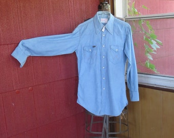 "Vintage 1970s Wrangler blue shirt top cowboy white snaps brown stitches 40"" chest Made in U.S.A. (9917)"