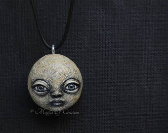 Unusual face stone pendant, original sculpture hand sculpted and hand painted on a river stone, realized as a unique art necklace!