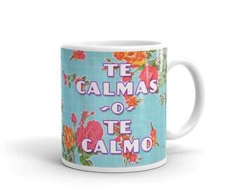 Te Calmas o Te Calmo / Spanish Mom lol Oilcloth Art Quote Mug