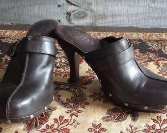 """Vintage Brown Leather Clogs Mules Slip Ons Slides Women's 7.5 M Euro 39 Heel 4"""" Metal Studs Pesaro"""