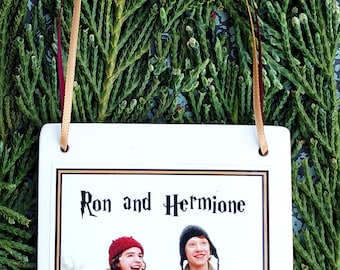 Harry Potter Christmas Ornament: Ron and Hermione Square Ceramic Ornament