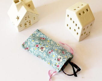 Eyeglasses case , pale green with flowers , sun glasses case , soft glasses case , soft case , christmas, green , flowers , soft case