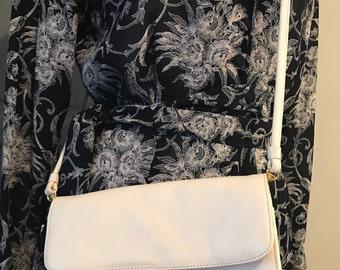 Vintage Etienne Aigner Cream White Genuine Leather Clutch / Crossbody Purse / Shoulder Bag - 1980's - Gold Metal