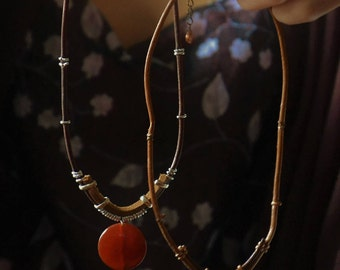 Short necklace with red carnelian