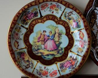 Vintage Daher Decorative Scalloped Tin Bowl with Vivid Colonial Design