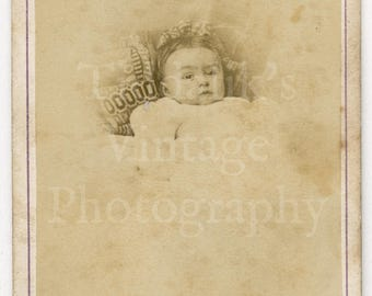 CDV Photo Victorian Baby Cute Portrait by Boname of Besançon France - Carte de Visite Antique Photograph