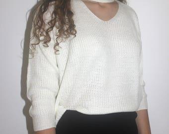 White V-neck knitted sweat