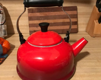 Red Enamelware Le Creuset Tea Kettle/1.7 Quarts/1980s/Brilliant Flame Red/Classic/French Kitchen