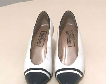 Vntg Leather White and navy blue Heels