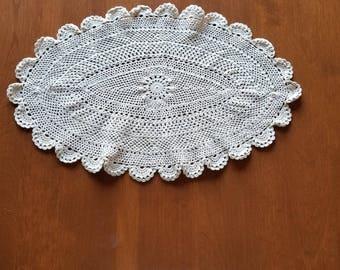 Vintage Doily, Crochet Doily, Dresser Scarf, Shabby Chic, oval