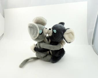 Vintage 70s Dakin Stuffed Animal Hugging Mice Toy, Mouse Lover Gift, Mice Gift, Valentines Day Gift, Mouse Plushie, Mouse Toy, Mouse Gift