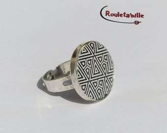 Adjustable ring, round, geometric, black and white