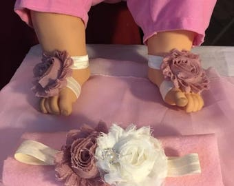 Baby barefoot sandals with matching headband in ivory and dusty pink for newborn 0-3 months