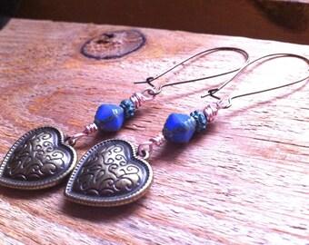 longues boucles d'oreille romantiques, coeur bronze, perles bicônes bleues