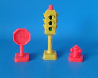 "Fisher Price Little People "" #2500 Main Street Traffic Signal Stop Sign Hydrant"" 1970's"
