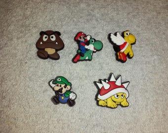Lot 5 jibbitz Mario (badges for fangs)