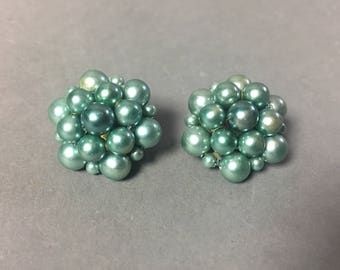 Vintage clip on earrings / pearl earrings / cluster earrings / bead earrings / turquoise