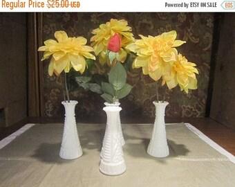 """Hoosier Milk Glass Bud Vase Set Vintage 1950's Star Pattern Scalloped Rim 2- 9"""" 4-6"""" Home Decor Flower Vase - HD0153"""