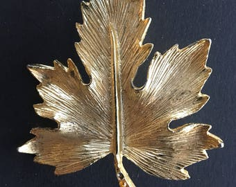 Vintage Maple Leaf Gold Tone Brooch Pin