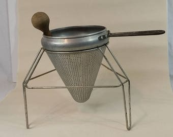 Food Mill Ricer Sieve Ricer Strainer - With Stand and Pestle