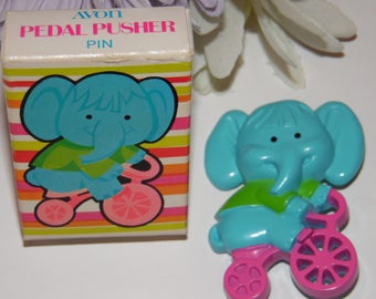 Vintage Avon Pedal Pusher Pin Elephant Jewelry 1975 with Box