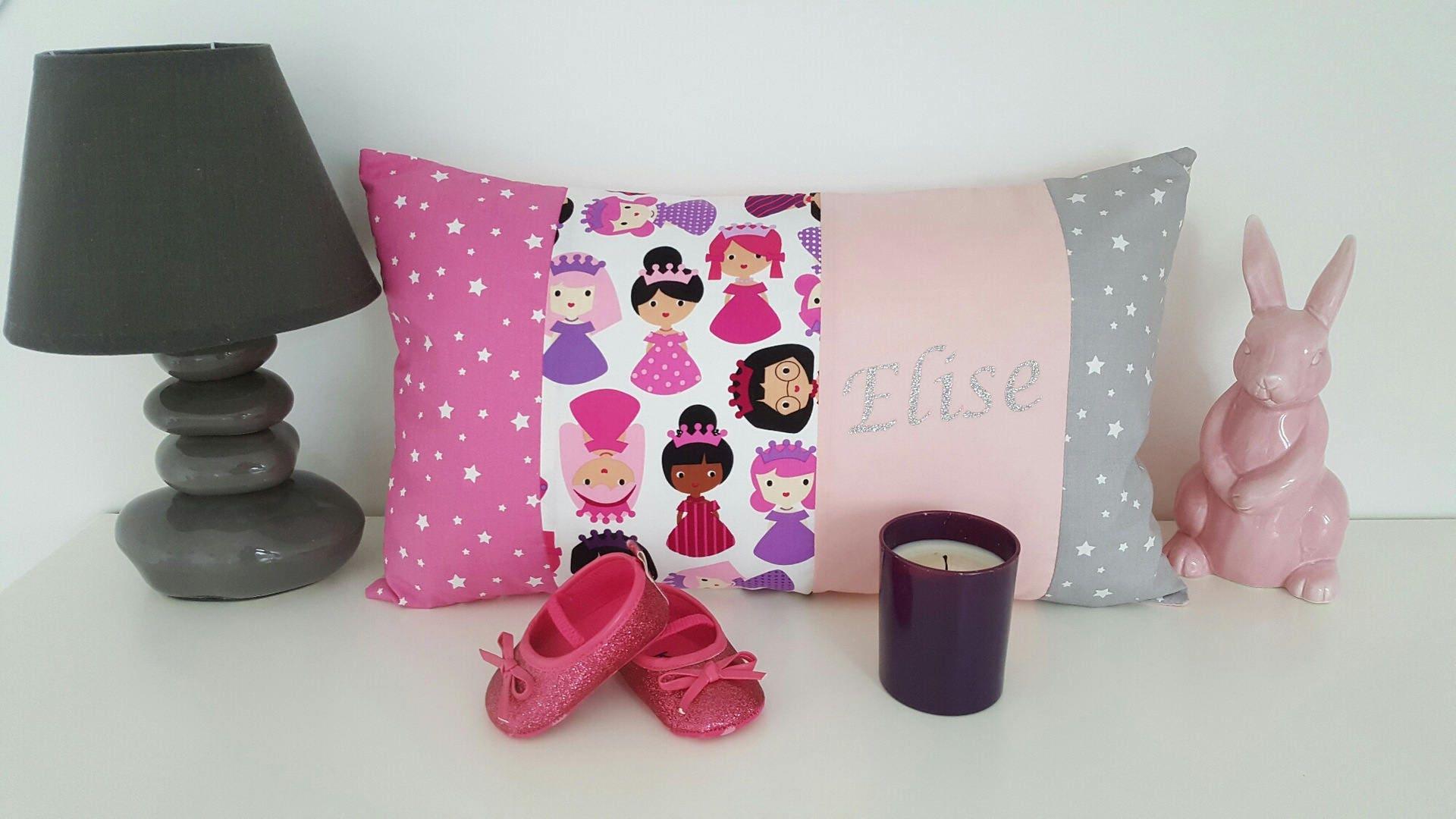 coussin entier pr nom ou oreiller 30x50 cm personnalisable. Black Bedroom Furniture Sets. Home Design Ideas